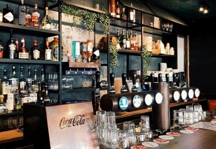 Trinity bar door Van Duijnen
